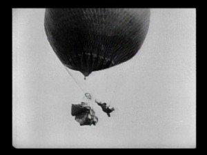 Malec aéronaute (The Balloonatic) - Buster Keaton & Edward F. Cline - 1923 dans Buster Keaton & Edward F. Cline 14.-malec-aeronaute-the-balloonatic-buster-keaton-and-edward-f.-cline-1923-300x225