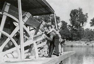 10. Cadet d'eau douce - Steamboat Bill Jr - Buster Keaton & Charles Reisner - 1928